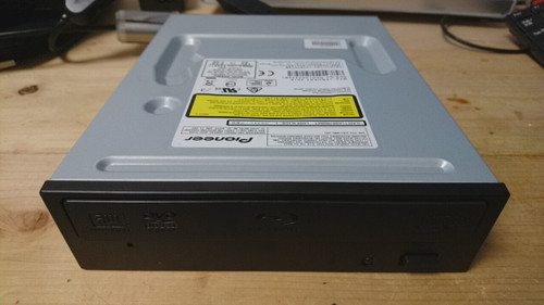 PioneerのBlu-rayディスクドライブBDR-209BK